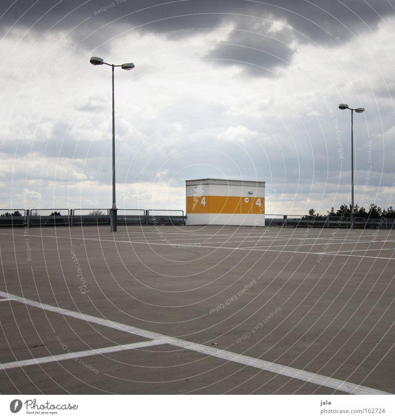 ruf mich nicht an. wir treffen uns. Parkhaus Parkdeck Autohaus Treffpunkt warten leer Einsamkeit Wolken Aussicht Treppenhaus ruhig kalt Verkehrswege Architektur