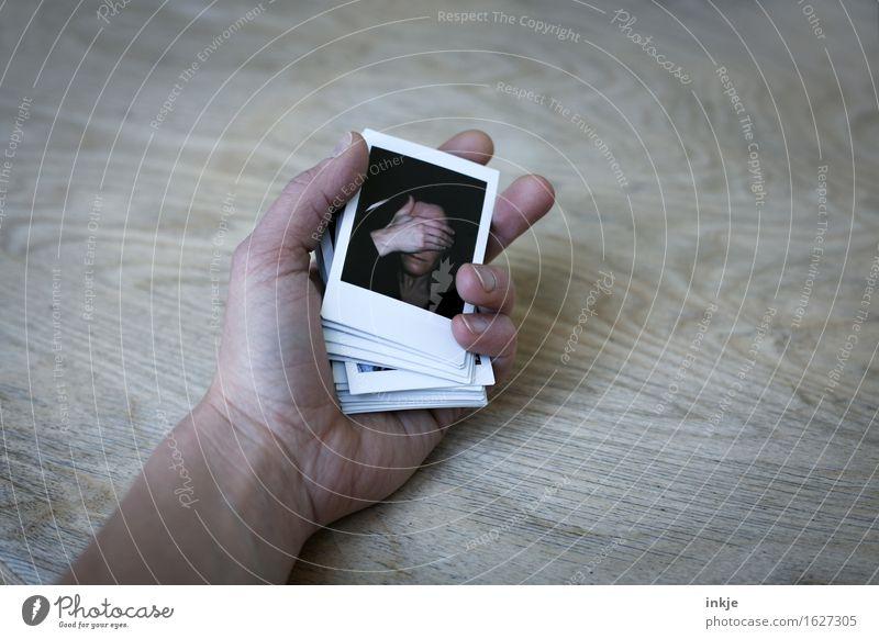 ausgespielt Lifestyle Frau Erwachsene Leben Gesicht Hand 1 Mensch Fotografie Polaroid Gefühle Stimmung Wahrheit zurückhalten Unlust schuldig Scham Reue Hemmung
