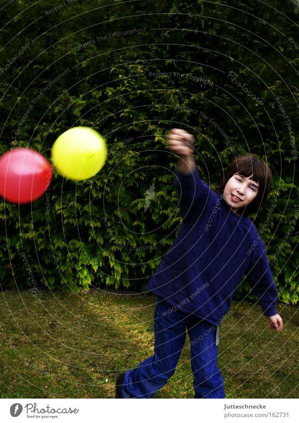 Frohe Ostern!!!! Junge Kind Kindheit Luftballon Spielen festhalten Freude Unbeschwertheit gelb rot fliegende Ostereier Juttaschnecke