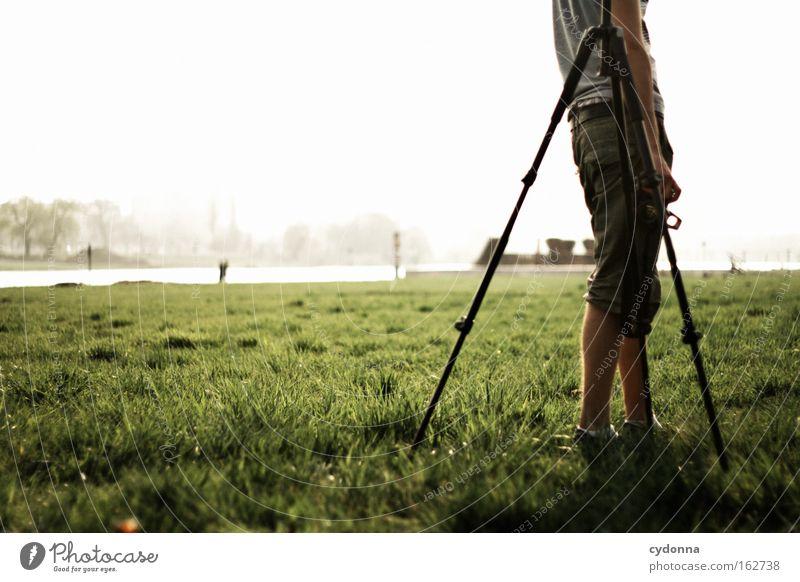 [DD|Apr|09] Anlehnungsbedürftig Mensch Himmel Natur Ferne Frühling Wiese Zeit Freiheit Spaziergang Sehnsucht Wunsch Stativ