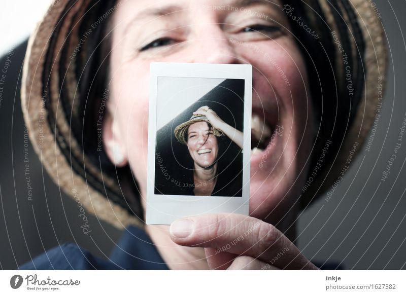 Spaß an der Freud` Lifestyle Stil Freude Freizeit & Hobby Frau Erwachsene Leben Gesicht 1 Mensch 2 30-45 Jahre Hut Strohhut Bild-im-Bild lachen Freundlichkeit