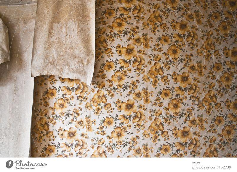 Tapetenwechsel Häusliches Leben Wohnung Umzug (Wohnungswechsel) Mauer Wand alt retro Vergangenheit Vergänglichkeit Zeit tapezieren DDR früher Tapetenmuster