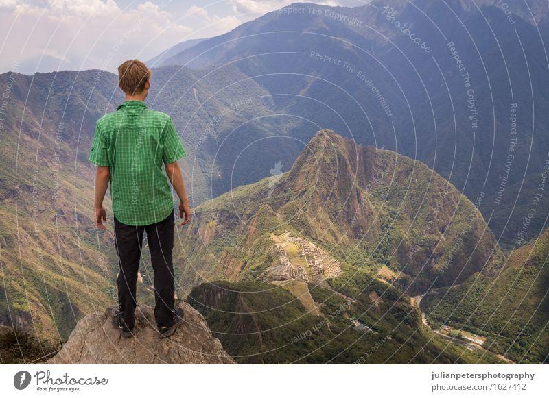 Tourist, der Machu Picchu Inkastadt, Peru betrachtet Himmel Natur Ferien & Urlaub & Reisen alt blau Stadt grün Landschaft Wolken Berge u. Gebirge Straße