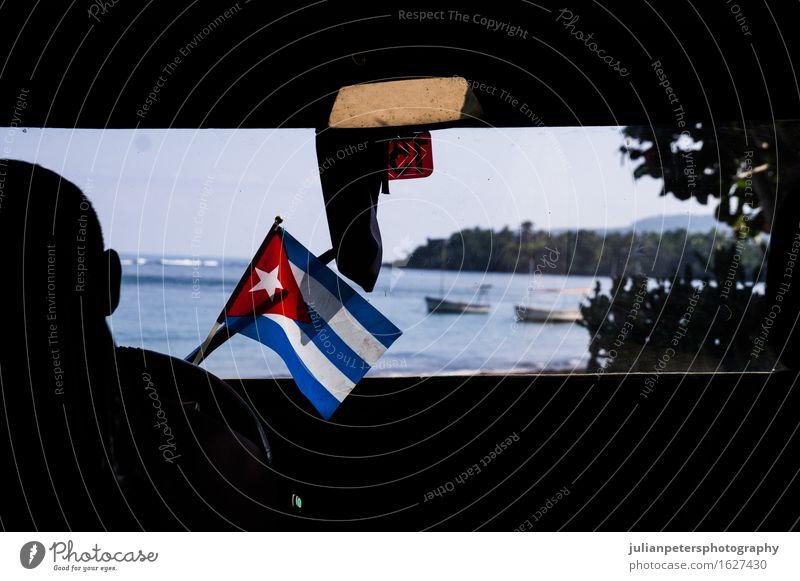 Auto mit kubanischer Flagge Ferien & Urlaub & Reisen Meer Kultur Wahrzeichen PKW Fahne fahren Kuba amerika Amerikaner Hintergrund Transparente Karibik Länder