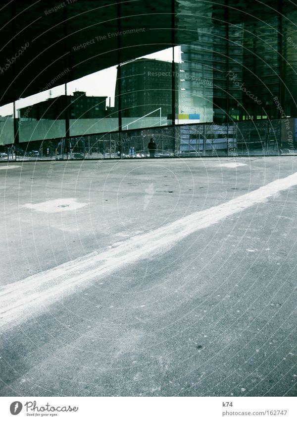 brave new world Stadt Einsamkeit Architektur klein Horizont Glas Hochhaus diagonal chaotisch parallel verloren
