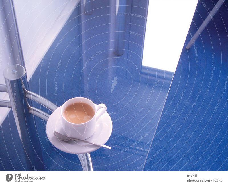 kaffee hoch 2 Tasse Tisch Kaffee aromatisch Glastisch 1 Reflexion & Spiegelung Kaffeetasse Untertasse Kaffeelöffel Edelstahl Fenster Kaffeeschaum Menschenleer