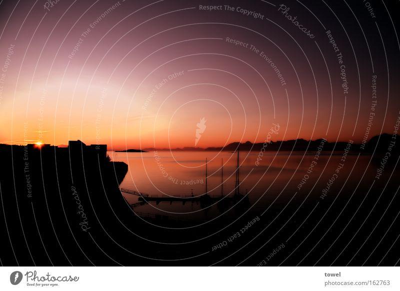 Norwegian Sunset Wasser Meer rot ruhig Hafen Geborgenheit Norwegen Mitternachtssonne