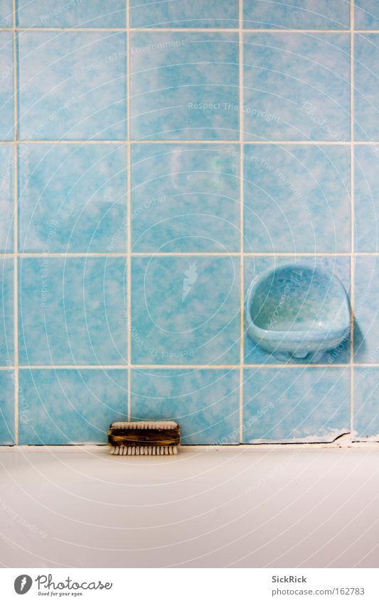Klo blau Linie dreckig Sauberkeit Bad Badewanne Fliesen u. Kacheln Toilette Toilette türkis Körperpflege Seife