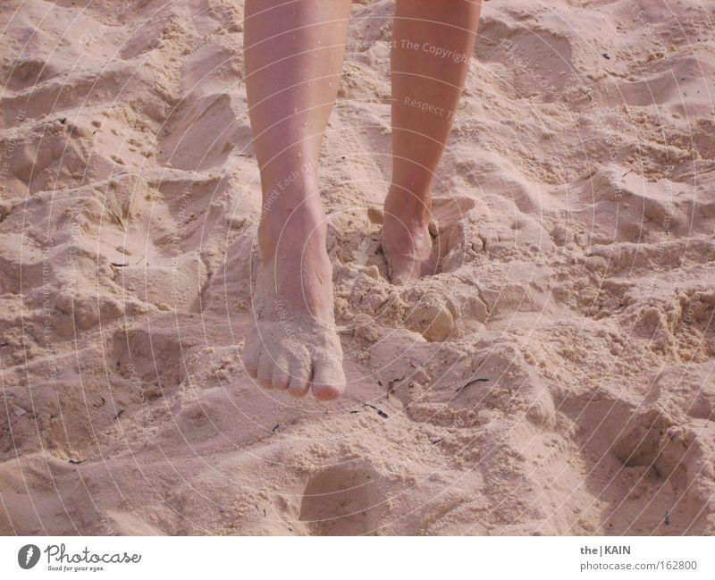 Füße am Strand Fuß Sand Meer Ferien & Urlaub & Reisen Beine Tunesien Sommer Erde Afrika