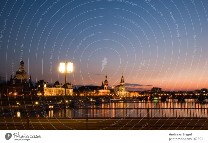 Jungs- und Mädchenstadt blau Stadt Gefühle rosa groß Brücke ästhetisch Tourismus Fluss Dresden Laterne Denkmal Wahrzeichen Geländer Elbe