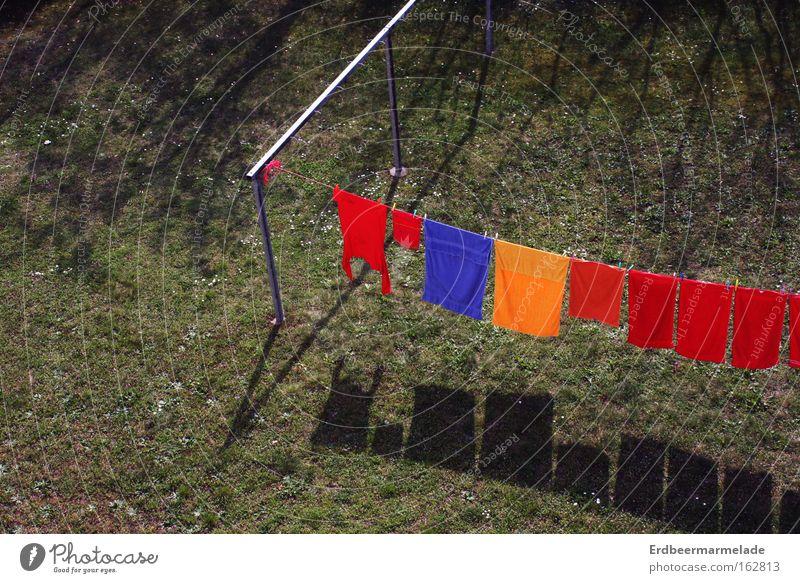 Du musst noch die Wäsche abnehmen! Sommer Gras Wärme trist Wäsche Dürre Handtuch Wäscheleine Klammer