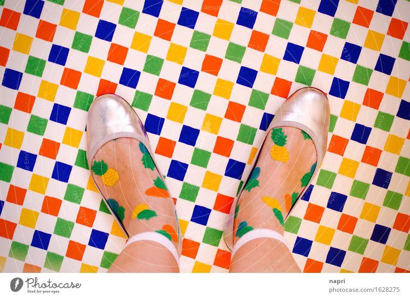 das trägt man jetzt so Stil Fuß 1 Mensch Mode Strümpfe Schuhe stehen trendy einzigartig mehrfarbig Freude Farbe Kreativität kariert Ballerina Farbenwelt
