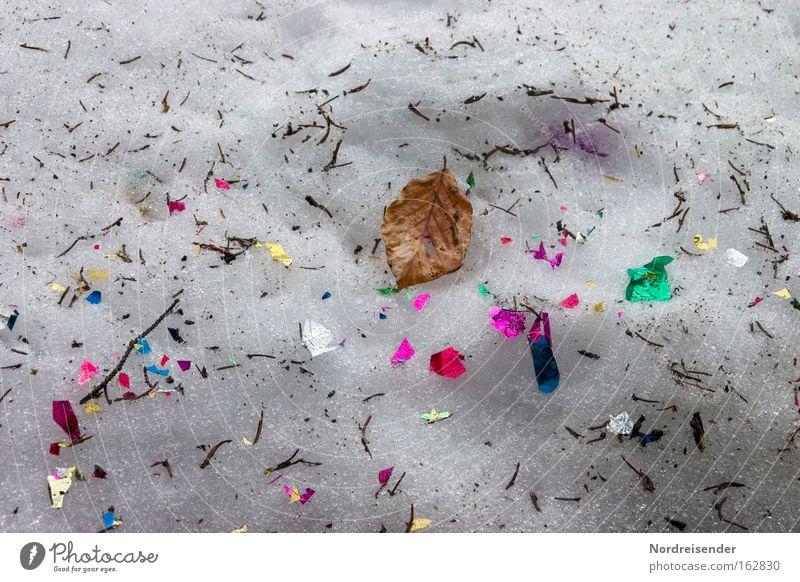 So ein Wald ist aber auch bunt Farbe Blatt Winter Schnee dreckig Silvester u. Neujahr Müll Karneval Konfetti