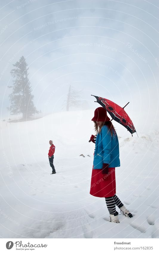 homosapiens im nebel Frau Mensch Himmel Mann Baum Ferien & Urlaub & Reisen Winter kalt Schnee Berge u. Gebirge träumen Erwachsene Paar Zufriedenheit Ausflug