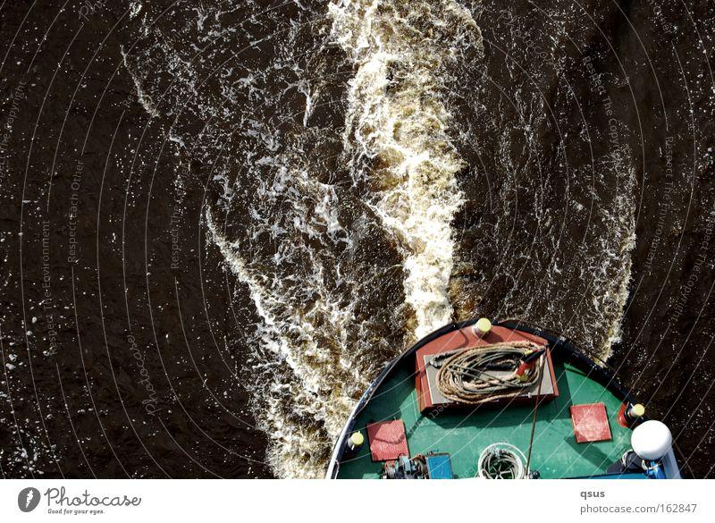 fast verpasst Kahn Geschwindigkeit leer vergangen fangen Kanal Wasserstraße Bewegung Vogelperspektive Ahoi Schifffahrt Bugwelle gute Fahrt