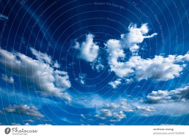 Der Himmel Natur blau Sommer Wolken Ferne Bewegung Freiheit frei Unendlichkeit Dynamik tief Tiefenschärfe extrem Spektakel