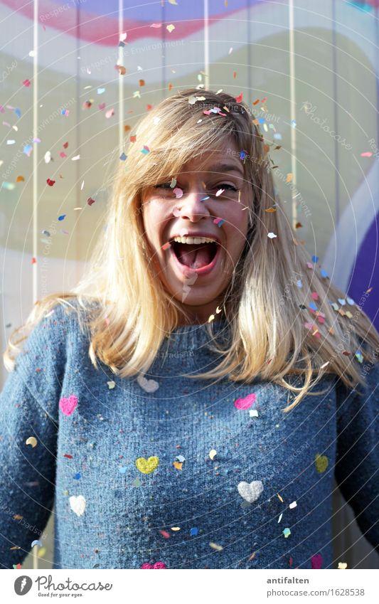 Jubel, Trubel, Heiterkeit ;-D Party Feste & Feiern Geburtstag Mensch feminin Frau Erwachsene Leben Gesicht Mund Zähne 1 30-45 Jahre Pullover blond langhaarig