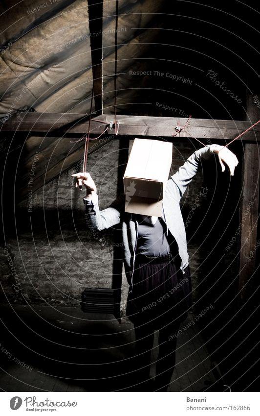 In den Seilen Einsamkeit dunkel Traurigkeit Seil Karton Bühnenbeleuchtung Dachboden wahrnehmen orientierungslos
