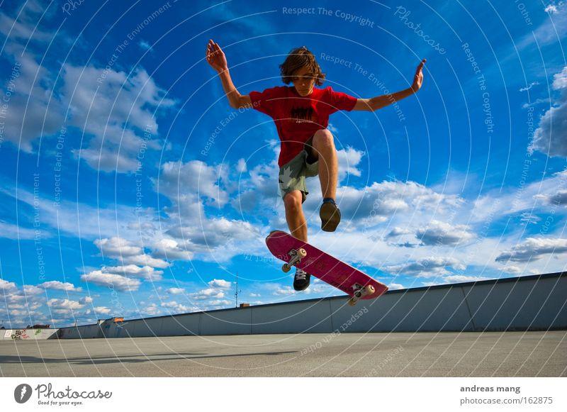 Pop Shov-it Skateboarding Sport springen Freude Stil fliegen extrem Freiheit Leben anstrengen Konzentration Parkhaus parken Extremsport