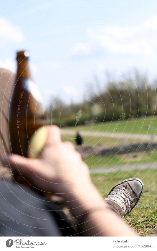 Mit Sterni in der Sonne chillen! Himmel Sommer Wiese Park trinken Alkohol Bier Chucks Getränk