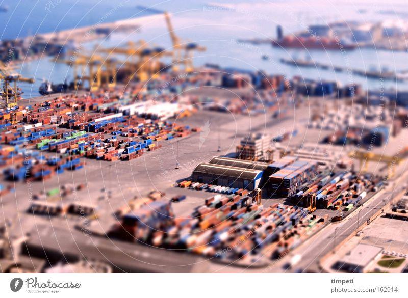 Containerhafen in Barcelona Meer Wasserfahrzeug Industrie Hafen Lastwagen Tiefenschärfe Kran Miniatur Tilt-Shift