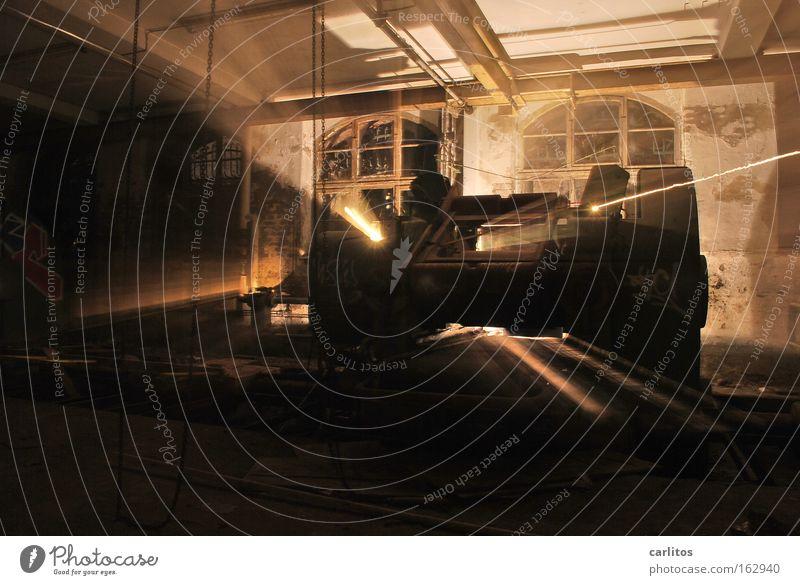Zeitmaschine Licht Schatten Industrie Maschine Ruine dunkel Einsamkeit Angst planen unheimlich Irrlicht Demontage verfallen Panik Lichtspiel Beleuchtung Laser