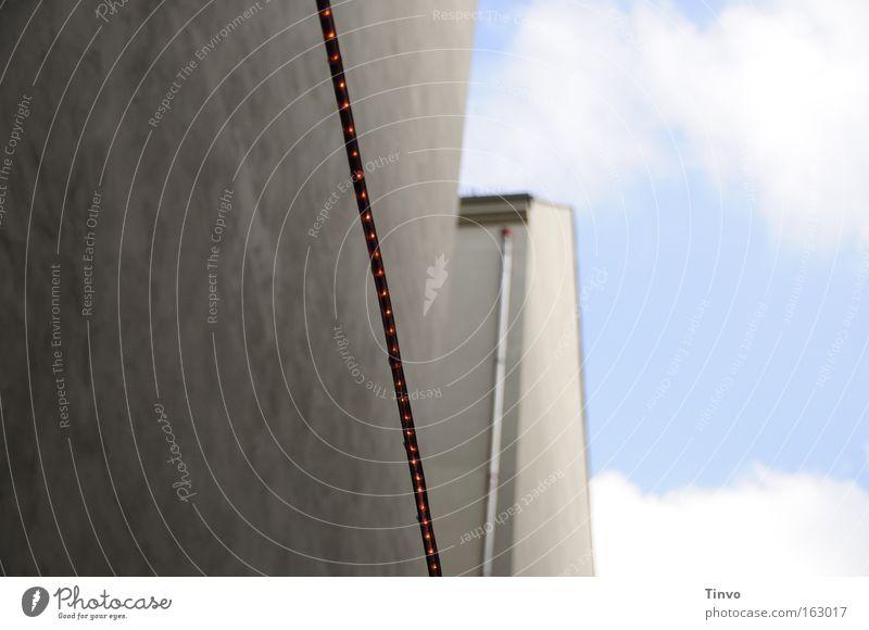 light-line Himmel Wand grau Linie Beton Putz Hinterhof Verbundenheit Nachbar Fallrohr Einflugschneise