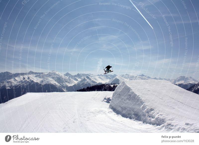 14 year old maxi Skifahren Skier Freestyle Vergnügungspark Blauer Himmel Funsport Extremsport Saison Skihose Winter Schnee serfaus