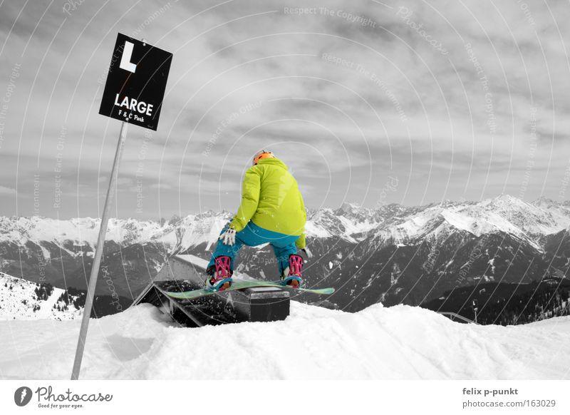 don't break Jugendliche grün weiß Freude Winter schwarz gelb Schnee Sport außergewöhnlich springen Schilder & Markierungen groß Schneebedeckte Gipfel sportlich Kasten