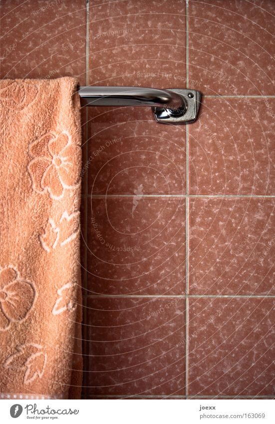 Damen-Bad rosa Ordnung Dekoration & Verzierung Sauberkeit Fliesen u. Kacheln Siebziger Jahre Haushalt Fuge Handtuch altmodisch penibel