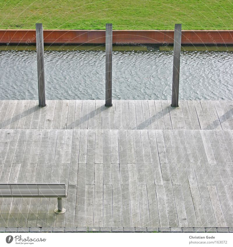 Tribute to ohneski Wasser grün rot Wiese Holz Architektur Deutschland Rasen Bank Sportrasen Terrasse Bach Bochum Balken Poller Industriekultur
