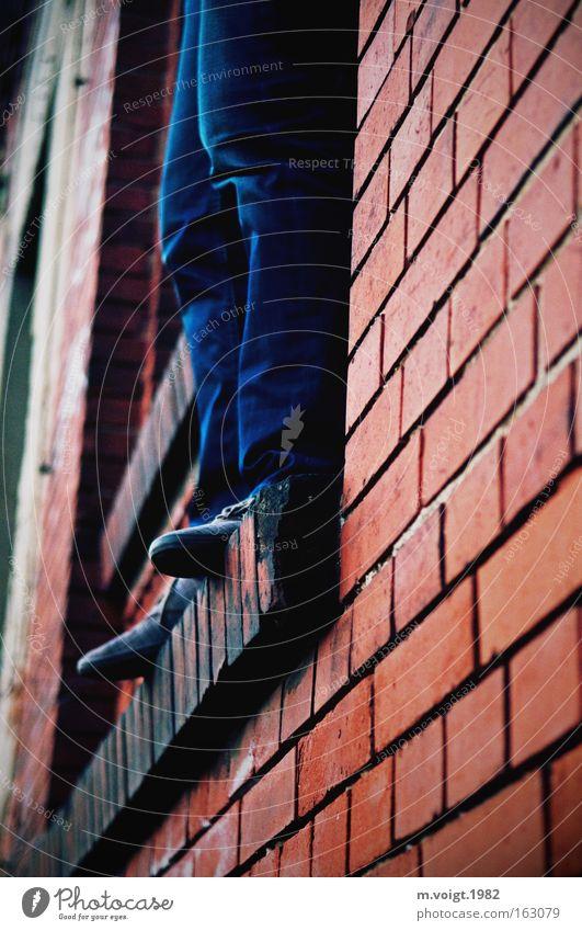 [DD|Apr|09] Ausweglos Mensch Mann blau rot Einsamkeit springen Tod Fenster Traurigkeit Fuß Beine Stimmung Angst warten Erwachsene maskulin