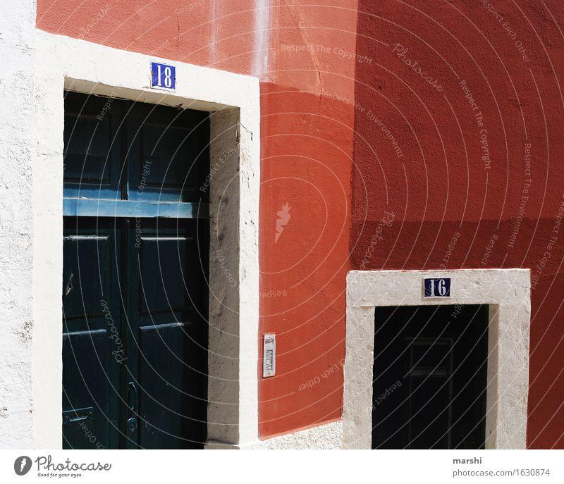 Nummer 16 & 18 Dorf Stadt Hauptstadt Stadtzentrum Altstadt Haus Mauer Wand Fassade Tür Namensschild Klingel Briefkasten Stimmung Eingangstür Süden Leben