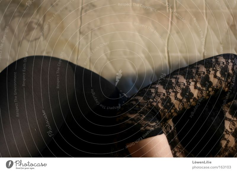 Kurven Frau schwarz Erotik feminin Spitze Hüfte Luftmatratze
