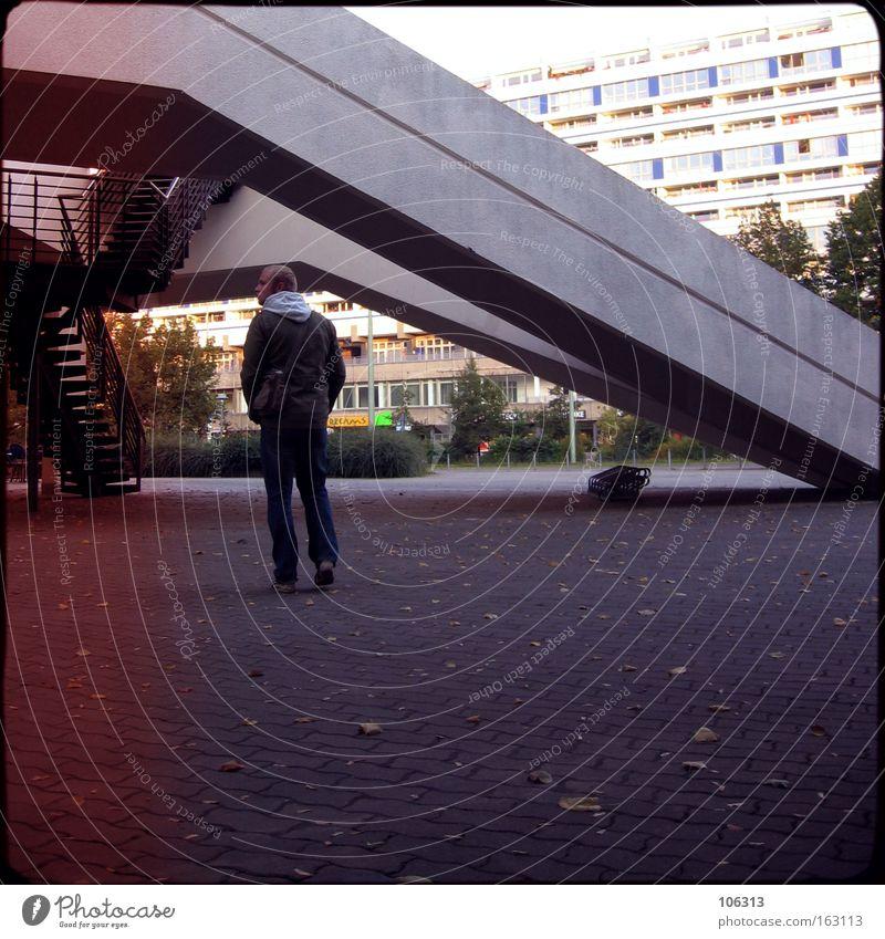 Fotonummer 116306 Mann Berlin Gebäude gehen modern stehen Bauwerk Typ