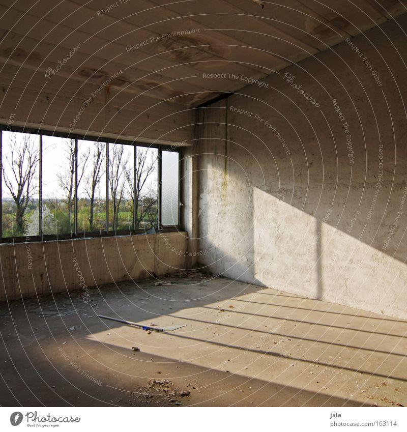 licht & aussicht Raum Fenster leer Industriefotografie Schatten Einsamkeit Ruine verfallen Vergänglichkeit stillgelegt. Licht