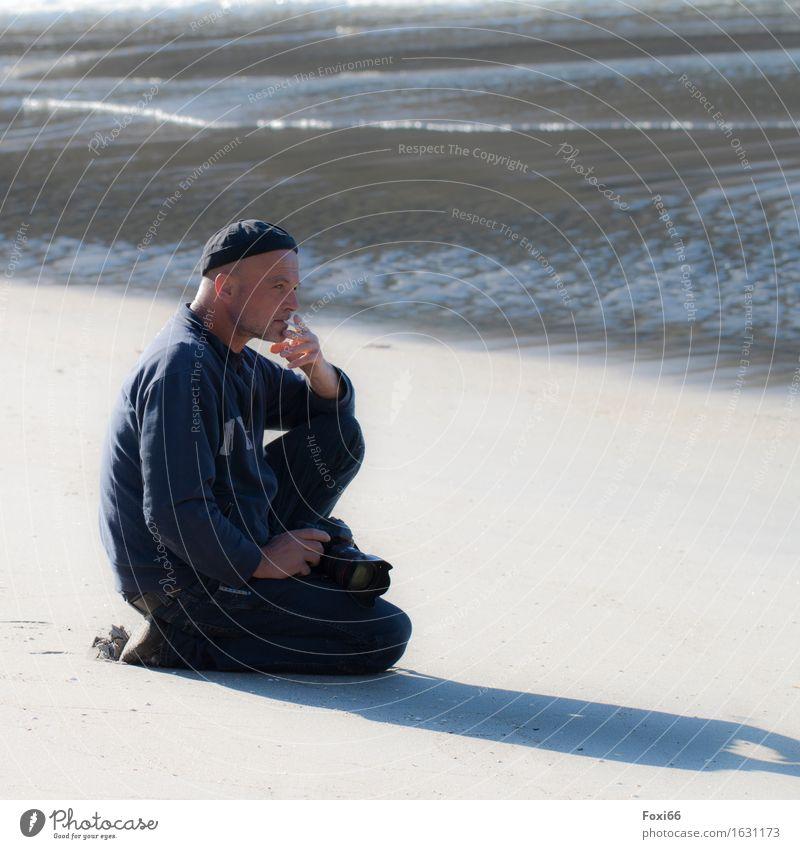 innere Balance Ferne Freiheit Camping maskulin Mann Erwachsene Vater Partner 1 Mensch 45-60 Jahre Sand Luft Wasser Sonnenlicht Sommer Klima Schönes Wetter Wind