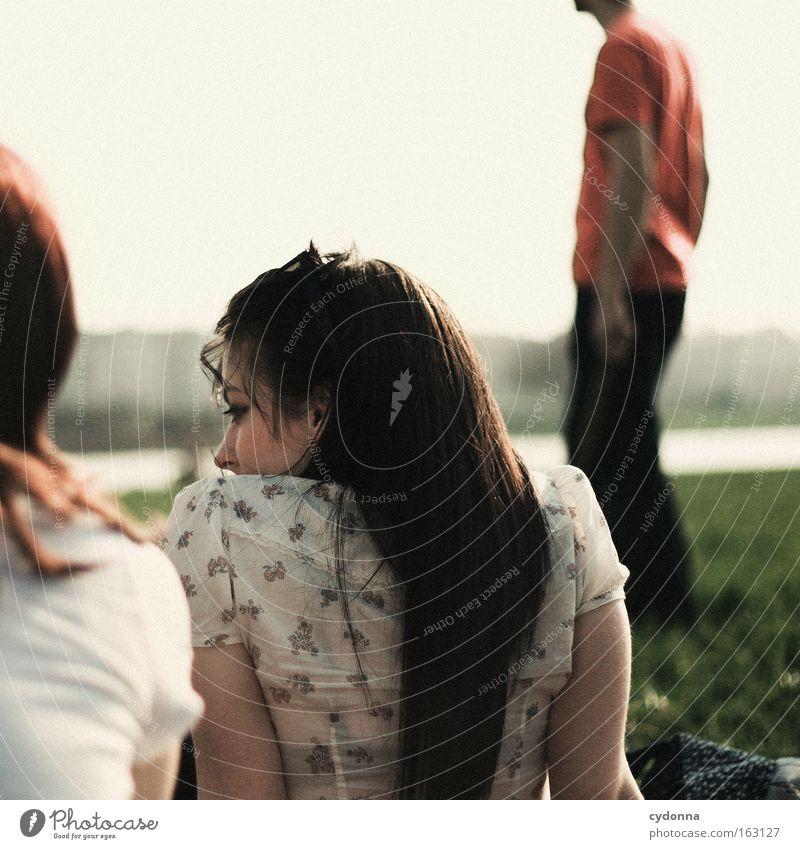 [DD|Apr|09] Momentaufnahme Frau Mensch Natur Ferne Leben Wiese Freiheit Frühling Menschengruppe Zusammensein Zeit Rücken Kommunizieren Gedanke Picknick