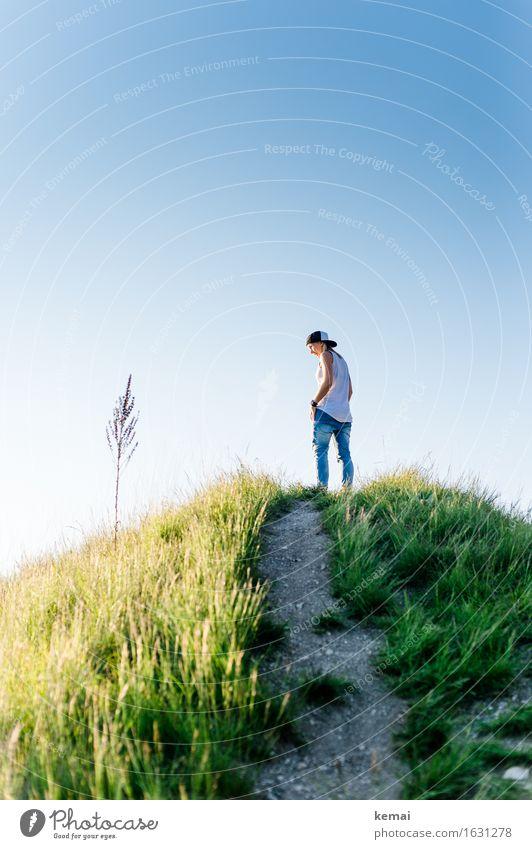 On a hill (II) Lifestyle Stil Wohlgefühl Zufriedenheit ruhig Meditation Freiheit Mensch feminin Junge Frau Jugendliche Leben 1 18-30 Jahre Erwachsene Natur