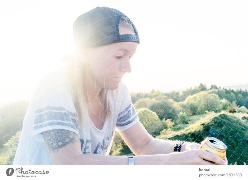 Summertime Mensch Jugendliche Sommer Junge Frau grün Erholung ruhig 18-30 Jahre Erwachsene Leben Lifestyle feminin Stil Freiheit Denken Zufriedenheit