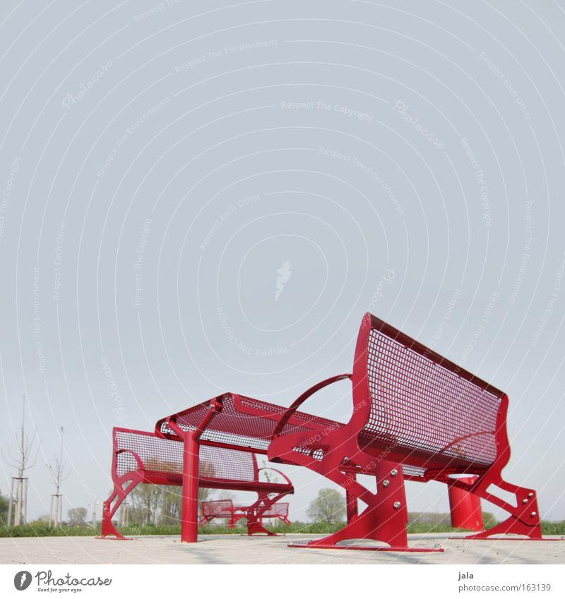 rote pause #2 Pause Rastplatz Autobahn Bundesstraße Sitzgelegenheit Tisch Bank Müllbehälter Wiese Vesper Himmel Autofahren Ferien & Urlaub & Reisen Verkehrswege
