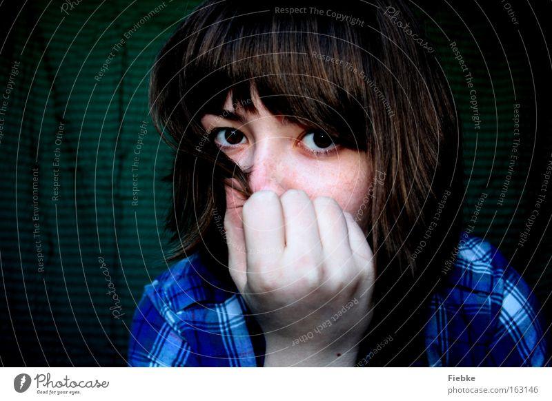 ich Porträt Blick Haare & Frisuren Gesicht ruhig Mensch Frau Erwachsene Jugendliche Auge Hand träumen Gefühle Ehrlichkeit Sehnsucht Frieden geheimnisvoll