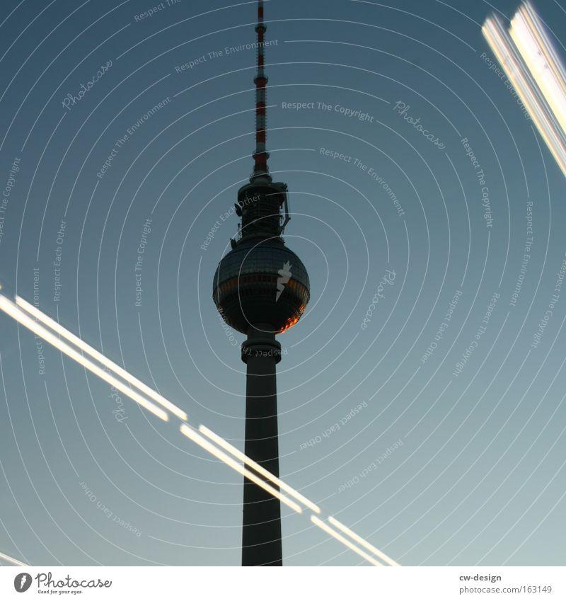 Das ist nicht Berlin [Pt. II] Berliner Fernsehturm Reflexion & Spiegelung Nacht Dämmerung Alexanderplatz Hauptstadt Architektur Silhouette Wahrzeichen