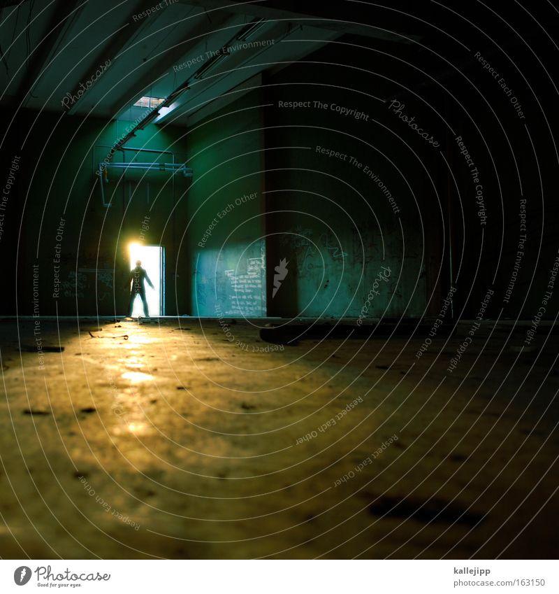 update Softwareaktualisierung Licht Tunnel Mensch Silhouette Schatten Tür Sonnenlicht Sonnenstrahlen Lagerhalle Halle Eingang Ausgang Raum Moral 2.0