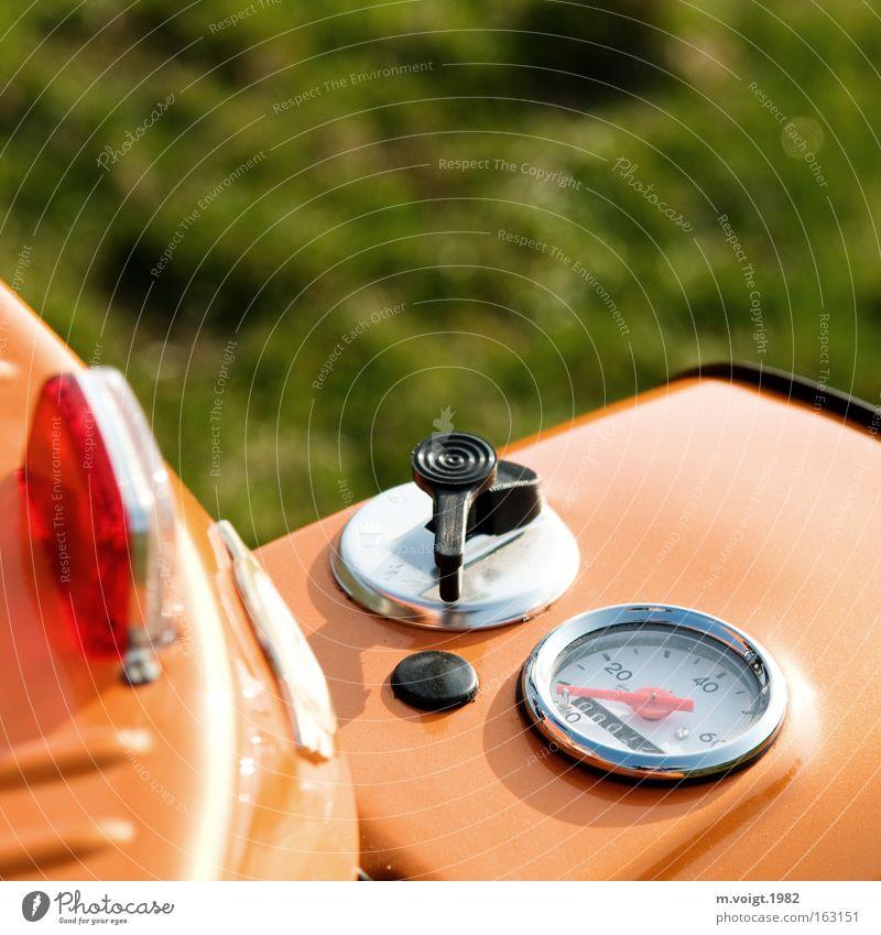 Denn eine Schwalbe... Schwalben Kleinmotorrad DDR Detailaufnahme Tachometer orange Motorrad Reflexion & Spiegelung neu Gras Makroaufnahme Nahaufnahme