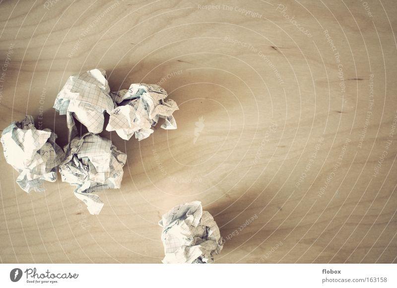 Lernen ade lernen Erfolg Papier Müll schreiben Falte Kreativität Idee Management Knäuel Brainstorming Papierstapel Papiermüll Papierstau