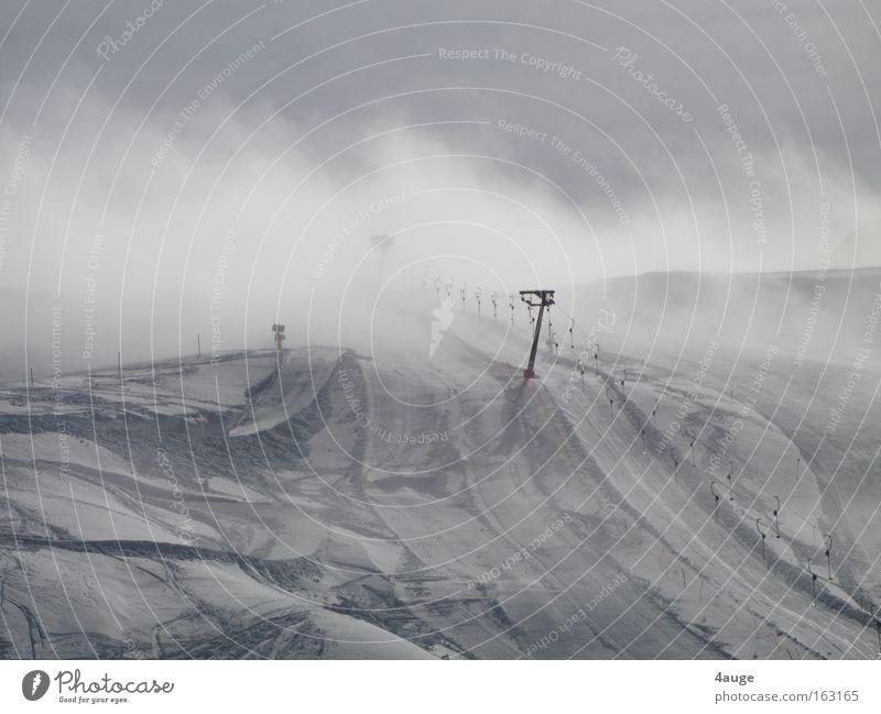 Schlepper ins Nirvana ziehen Skilift Schnee Dolomiten Südtirol Winter Skipiste Berge u. Gebirge Tellerlift Skigebiet Schlepplift leer Außenaufnahme Wolken
