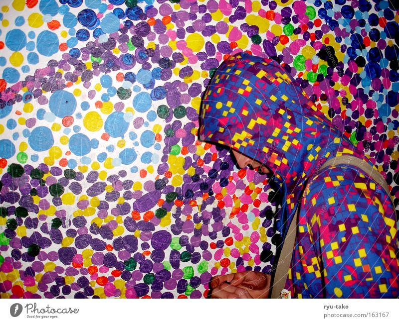 Tarnung Mann Pullover mehrfarbig Punkt verstecken Wand Bild Farbe Kapuze gleich durcheinander verschickend Irritation