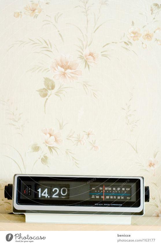 Retro Wecker alt Zeit retro Uhr Tapete Radiogerät Jahr Elektrisches Gerät Siebziger Jahre Sechziger Jahre Raum Schlafzimmer Achtziger Jahre