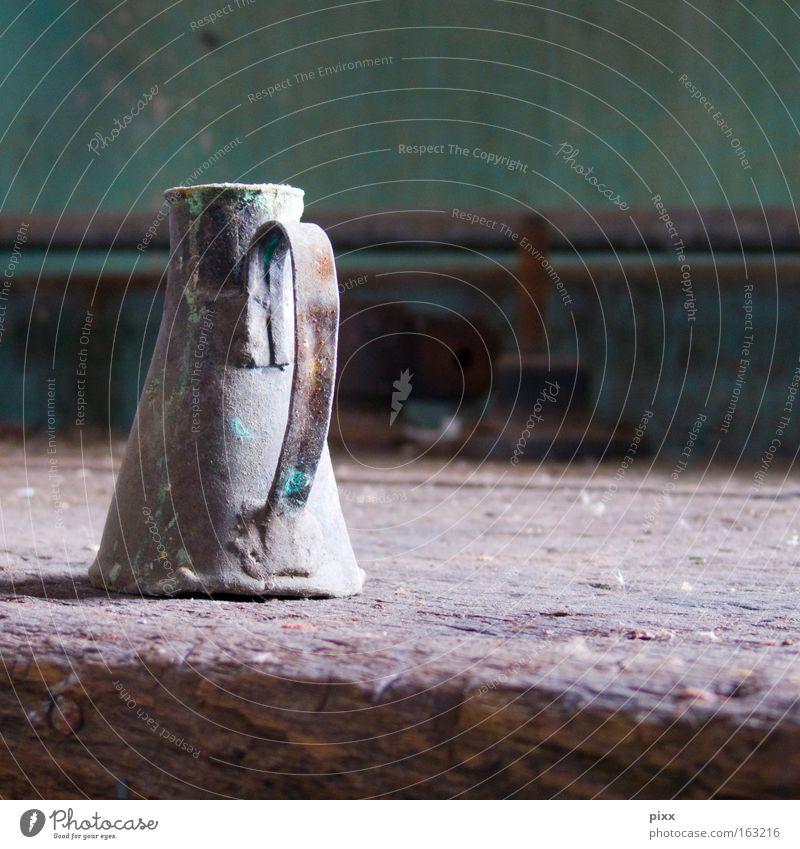 Flüssigkeitsverteiler grün Holz warten Zeit Industrie Fabrik Vergänglichkeit verfallen Handwerk Versuch Labor Blech Kannen Behälter u. Gefäße